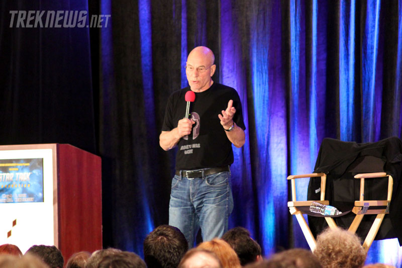 Patrick Stewart on stage at the New Jersey Star Trek convention