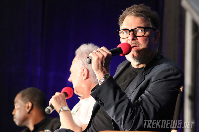 Jonathan Frakes answers a fan's question