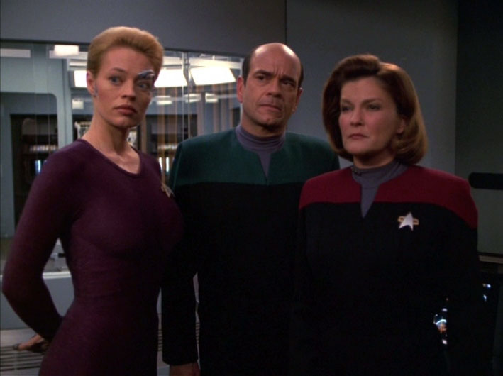 Robert Picardo, Jeri Ryan and Kate Mulgrew on the set of Voyager