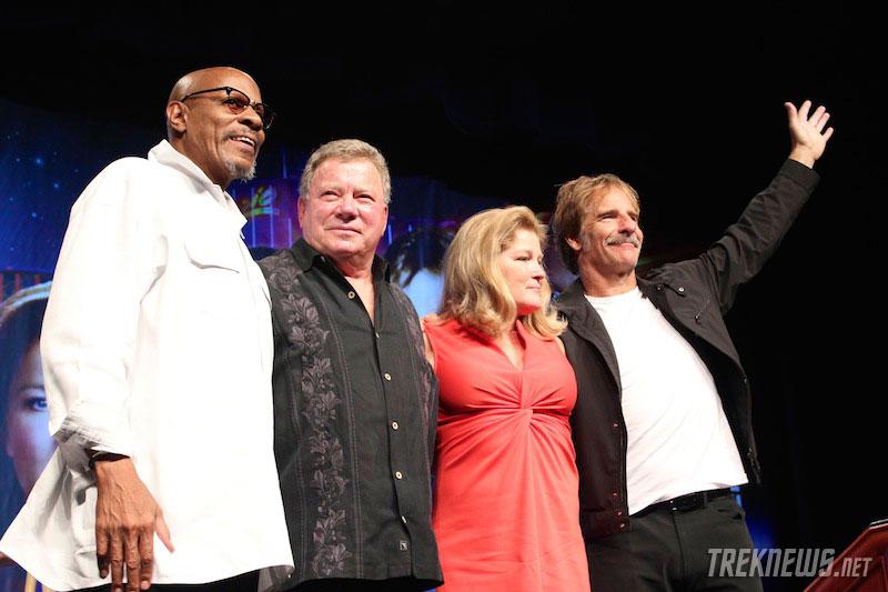 Brooks, Shatner, Mulgrew and Bakula salute the audience