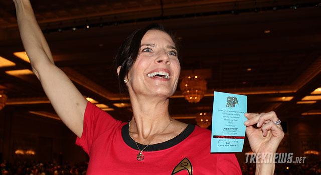 Terry Farrell & Las Vegas Star Trek Fans Break Guinness World Record