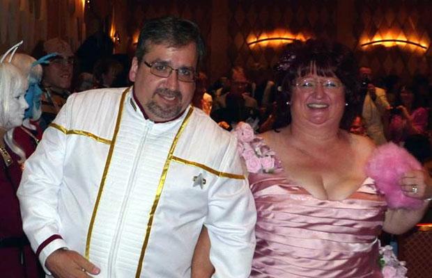 #STLV '14: Star Trek Fans Wed at Las Vegas Convention