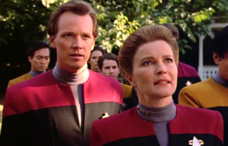 Watch Star Trek: Voyager Online | Stream Full Episodes ...