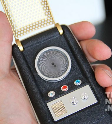 [REVIEW] Bluetooth Star Trek Communicator Is A Trekkie's Dream Come True