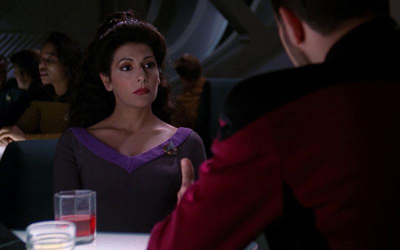 Deanna Troi and William Riker in Ten Forward