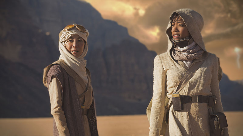 Michelle Yeah as Captain Georgiou  and Sonequa Martin-Green as Michael Burnham in the pilot episode of Star Trek: Discovery