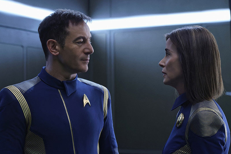 Jason Isaacs as Captain Gabriel Lorca and Jayne Brook as Admiral Cornwell