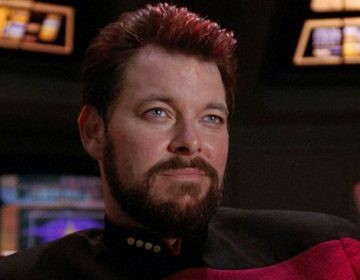 Jonathan Frakes Discusses the Next Episode of DISCOVERY, Compares Cast to TNG