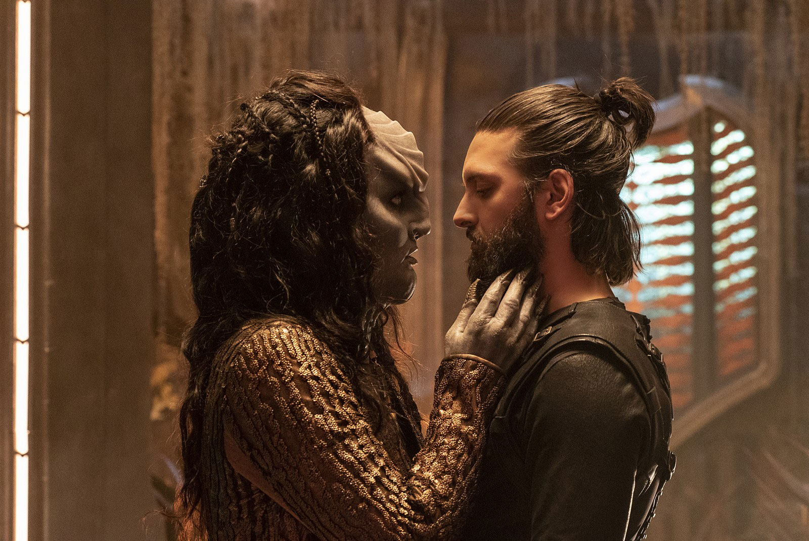 Mary Chieffo as L'Rell and Shazad Latif as Ash Tyler
