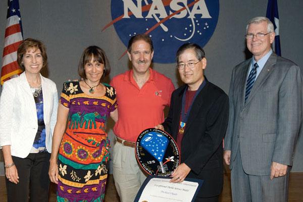 Michael Okuda receives the NASA Exceptional Public Service Medal