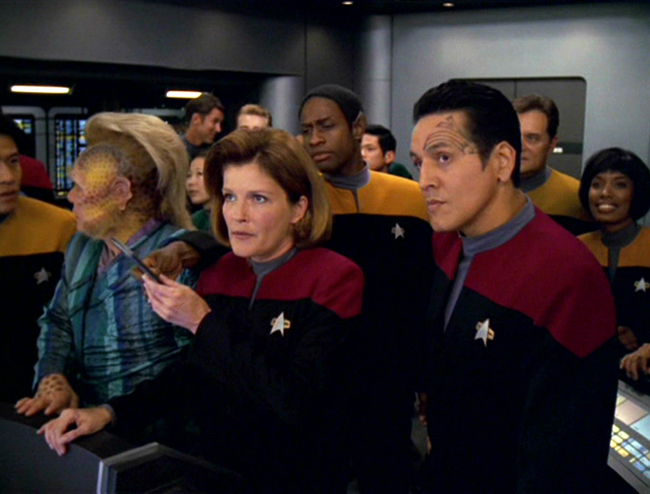 Robert Beltran and the cast of Star Trek: Voyager