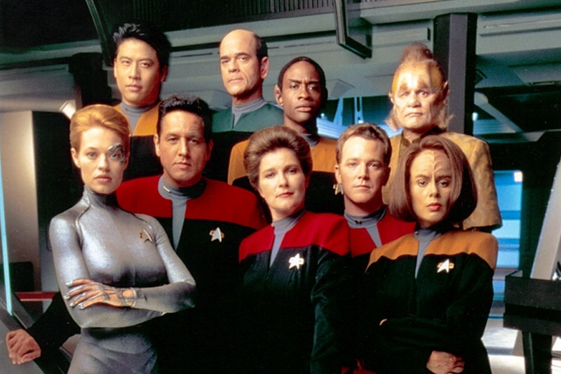 The Voyager cast in 2000