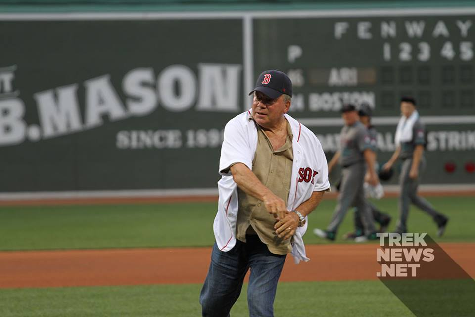Shatner throws out the first pitch at Fenway Park