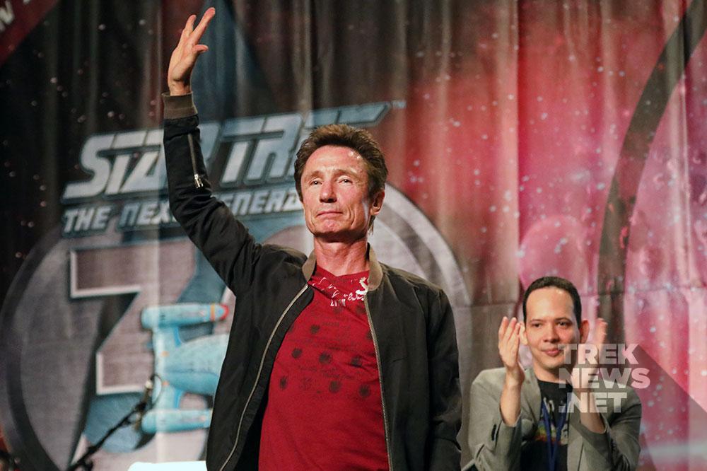 Dominic Keating salutes the Las Vegas crowd