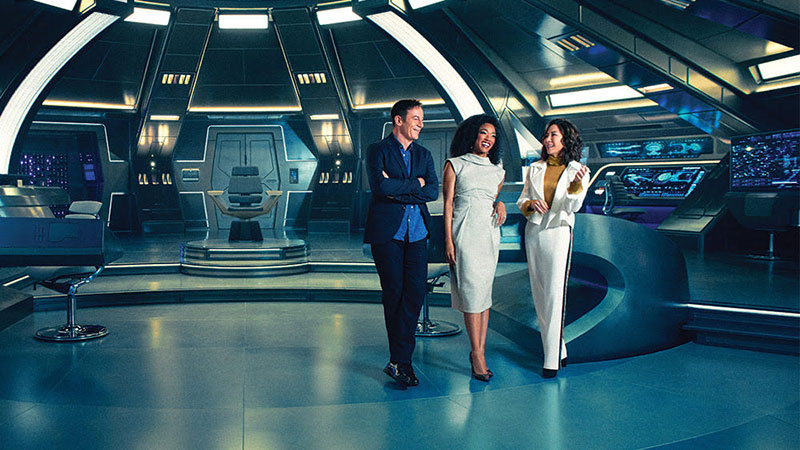 Jason Isaacs, Soniqua Martin-Green and Michelle Yeoh on the bridge of the Discovery