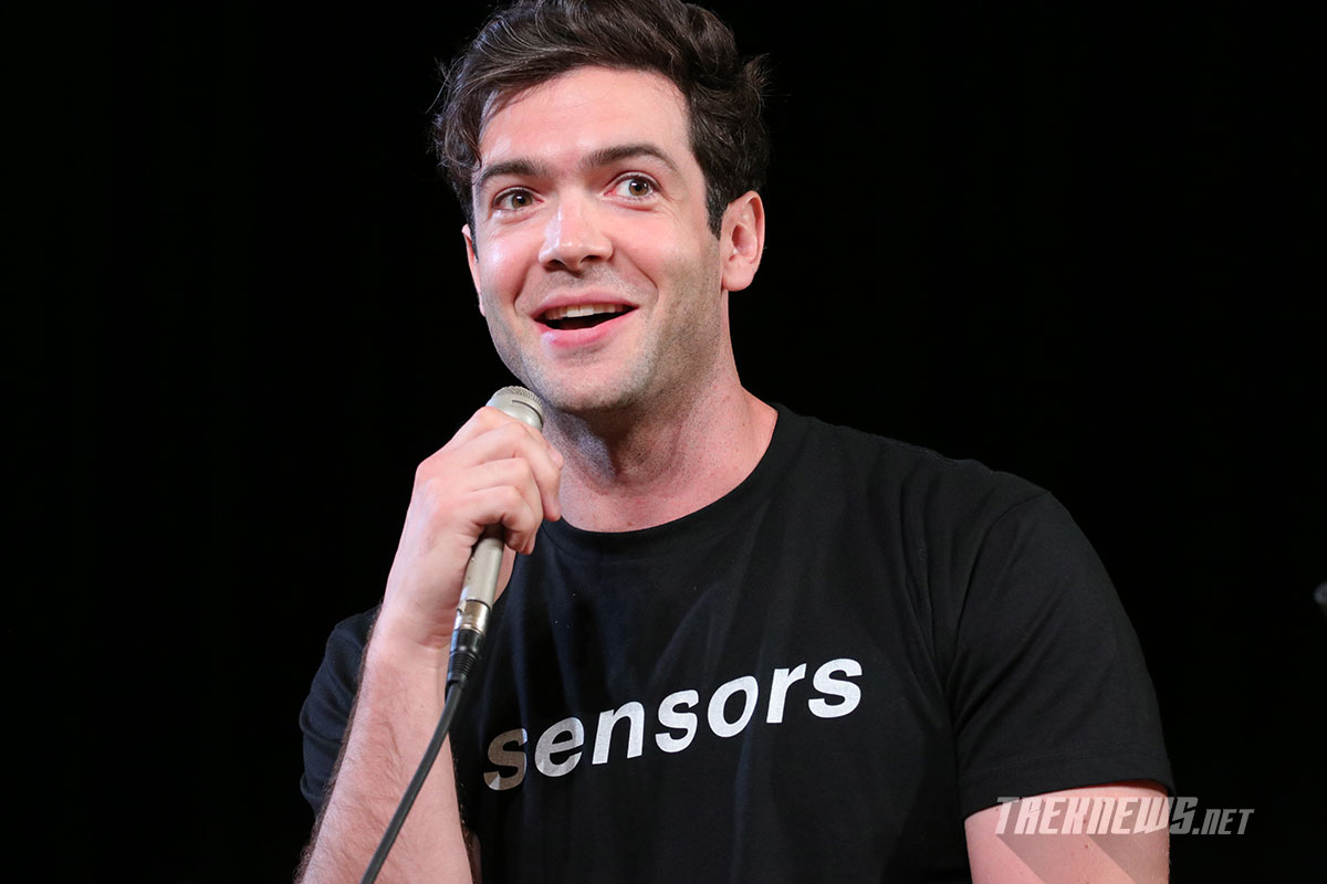 Ethan Peck discusses Spock's beard